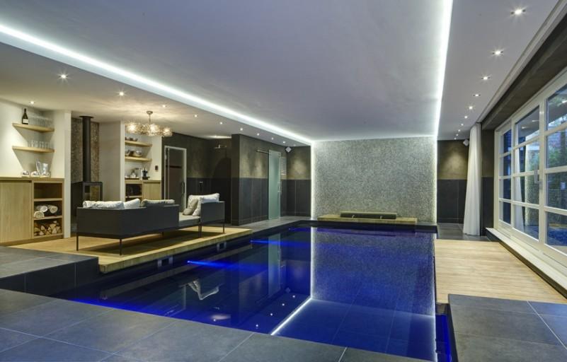 Waterstijl luxe zwembaden for Binnen zwembaden